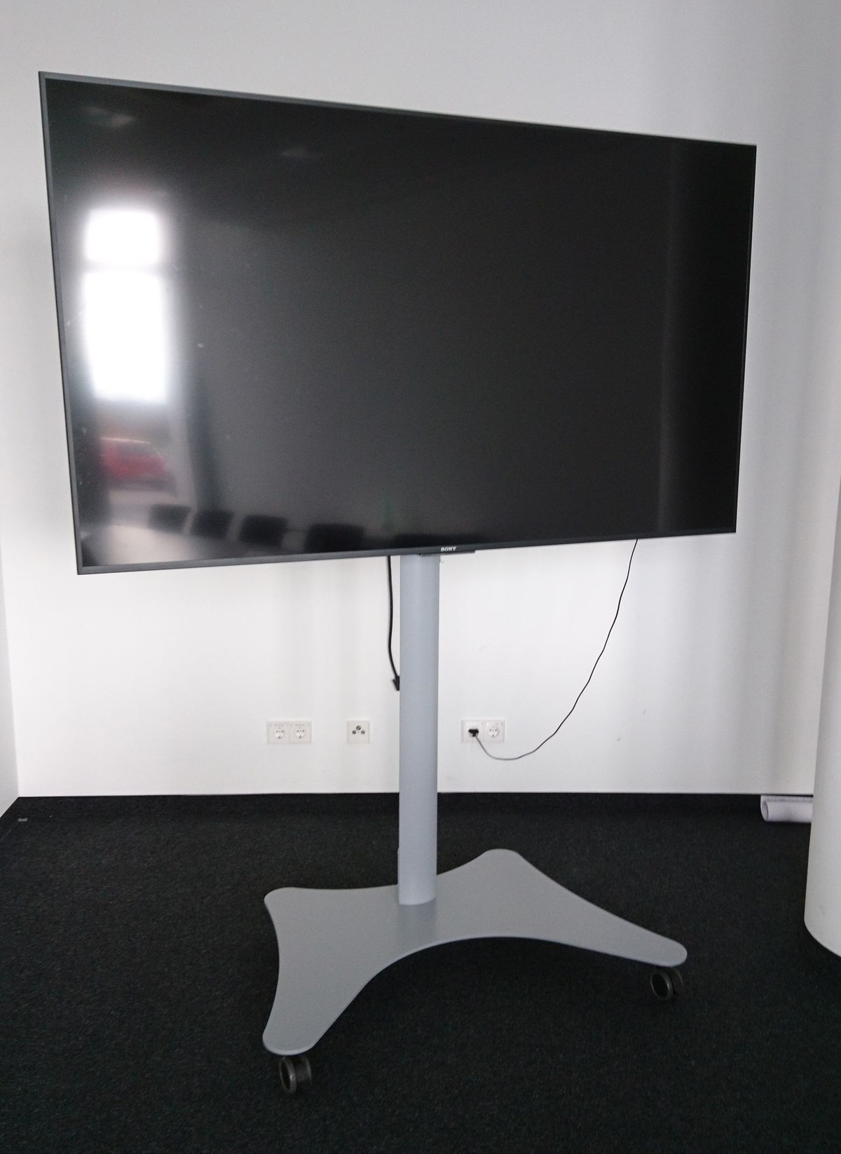 Sony Display mit Fahrgestell